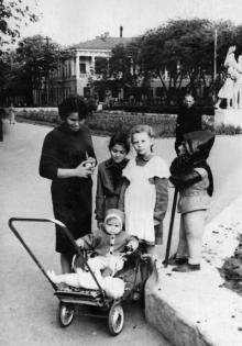 В сквере им. Кирова. 1961 г.