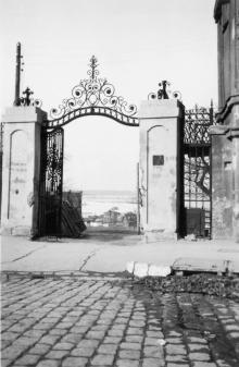 Одесса. Ворота в начале улицы Короля Михая (Преображенской). 1942-1943 гг.