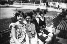 Возле конотеатра «Октябрь», конец 1960-х гг.