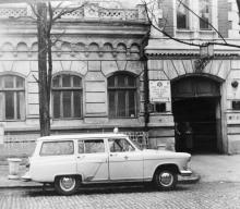 Одесса. Переулок Наримана Нариманова. Перед зданием станции скорой помощи. Начало 1960-х гг.