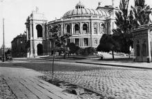 Одесса. Оперный театр. Почтовая карточка. Конец 1930-х гг.