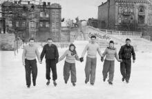Одесса. Стадион «Спартак». На заднем плане (справа налево) дома №№ 28, 30, 32 по ул. Чижикова. 1950-е гг.