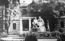 Памятник Ленину и Сталину в доме отдыха «Моряк»