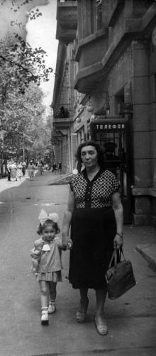 Одесса, на ул. Пушкинской, фотограф Василий Колосов, 1964 г.