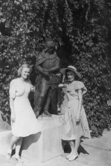 Скульптура в Военном санатории в Отраде