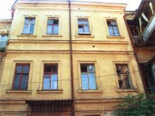 Бунина, 19. Флигель во дворе. 2003 г.