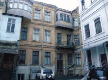 Во дворе дома № 19 по ул. Бунина. 2009 г.