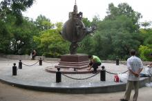 Памятник Апельсину на бульваре Жванецкого