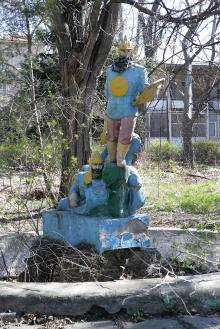 Скульптура на территории бывшей МБМ. Фото В. Тенякова. 31 марта 2017 г.