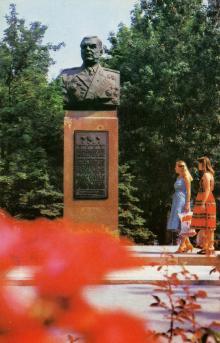 Одеса. Пам,ятник Маршалу Радянського Союзу Р.Я. Малиновському. Фото О. Дьоміна. Поштова картка. 1985 р.