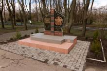 В парке мемориала 411 батареи. Фото О. Владимирского. 10 апреля 2007 г.