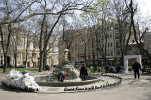 Ремонт фонтана в Пале-Рояле. Фото В. Тенякова. 06 апреля 2017 г.