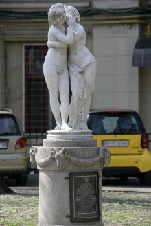 Скульптура «Эрот и Психея» в Пале-Рояле. Фото В. Тенякова. 06 апреля 2017 г.