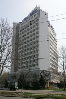 Гостиница «Юность». Фото В. Тенякова. 06 апреля 2017 г.