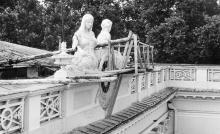 Реставрация скульптур на здании горисполкома. 1980 г.