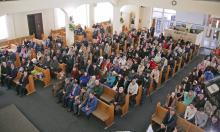 В церкви евангельских христиан-баптистов. Фото В. Тенякова. 22 апреля 2017 г.