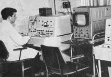 Лаборатория медицинской кибернетики «Кардиоцентр». Идет биометрическое исследование. Фотография из буклета «Лермонтовка», 1971 г.
