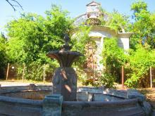 Фонтан и оранжерея в санатории им. Чкалова, Фото Жанны Пирожанской. Одесса, 10 сентября 2013 г.