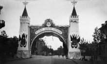 Триумфальная арка в честь приезда Николая Второго в Одессу, улица Пушкинская, возле здания Думы, 1914 г.