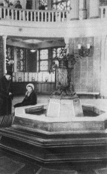 Фонтан в центральном вестибюле. Фотографы М. Рыжак, А. Подберезский. Фото в буклете «Одесский вокзал». 1957 г.