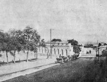Улица Ланжероновская, внизу видна декоративная колоннада на месте Археологического музея
