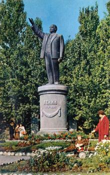 Памятник В.И. Ленину. Фото в книге-фотогармошке «Одесса». 1960-е гг.