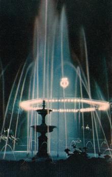 Вечером в городском саду. Фото в книге-фотогармошке «Одесса». 1960-е гг.