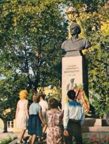 Памятник матросу-коммунисту Г.М. Вакуленчуку, одному из руководителей революционного восстания на броненосце «Потемкин» в 1905 году. Фото в книге-фотогармошке «Одесса». 1960-е гг.