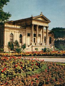 Археологический музей. Фото в книге-фотогармошке «Одесса». 1960-е гг.