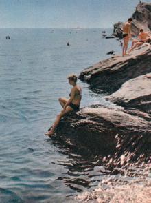Море и солнце. Фото в книге-фотогармошке «Одесса». 1960-е гг.