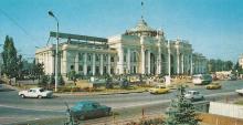 Залізничний вокзал. Фото Б. Мінделя з комплекту «Одеса», 1989 р.