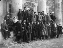 Экскурсия санатория № 3 у Художественного музея. Одесса. 1947 г.