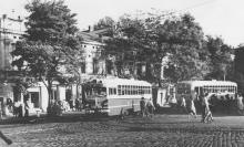На площади 1905 года, слева ул. Советской Армии. Середина 1960-х гг.