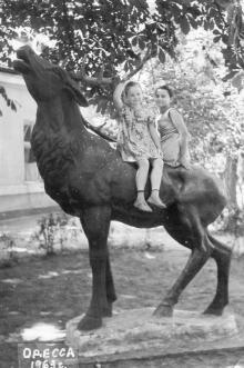 Скульптура оленя в сквере им. Кирова. 1963 г.