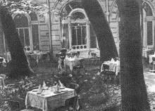 Внутренний дворик гостиницы. Фото в брошюре «Гостиница «Одесса», конец 1960-х гг.