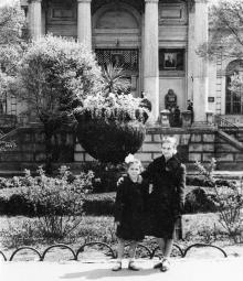 Перед археологическим музеем. Одесса. 1950-е гг.