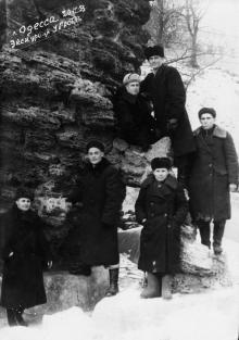 Одесса. Экскурсия у грота. 1953 г.