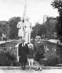 В сквере им. Кирова. 1950-е гг.