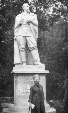 Памятник Дзержинскому на 2-й территории санатория им. Дзержинского. Одесса. 1950-е гг.