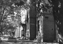 На территории больницы № 11. 1970-е гг.