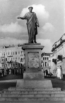 Одесса. Памятник Эммануилу Ришелье. Фото Л. Штерна из набора «Одесса». 1963 г.