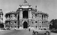 Одесса. Театр оперы и балета. Фото А. Вайсмана из набора «Одесса». 1963 г.
