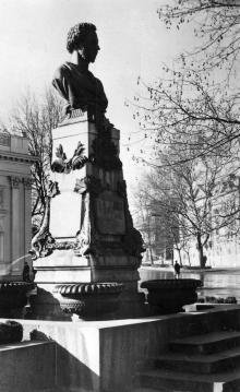 Одесса. Памятник А.С. Пушкину. Фото В. Шишина из набора «Одесса». 1963 г.