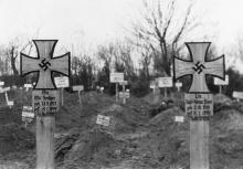 Массовое захоронение немецких солдат на 2-м христианском кладбище. Одесса, январь, 1944 г.