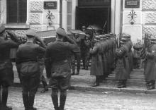 Похороны немецких солдат из здания морского училища на Канатной улице, № 8. Одесса, начало января 1944 г.