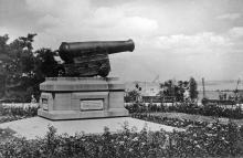 Одесса. Историческая пушка. Фото О. Малаховского. Открытка из набора «Одесса», 1961 г.