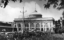 Одесса. Перрон ж-д вокзала. Фото И. Павленко. Открытка из набора «Одесса», 1961 г.