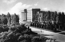 Одесса. Площадь Октябрьской революции. Фото О. Малаховского. Открытка из набора «Одесса», 1961 г.