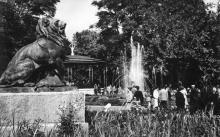 Одесса. В городском саду. Фото Л. Штерна. Открытка из набора «Одесса», 1961 г.