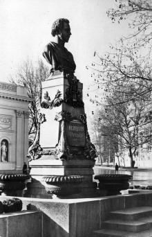 Одесса. Памятник А.С. Пушкину. Фото В. Шишина. Открытка из набора «Одесса», 1961 г.
